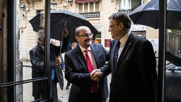 Ximo Puig saluda al presidente aragonés, este martes en Valencia