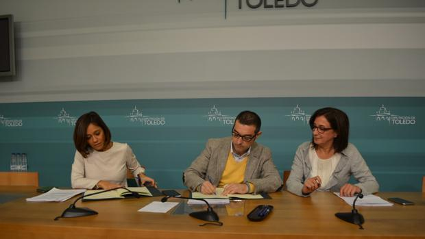Charo Navas, Fernando Muñoz y Ana María Gómez, diputada de Igualdad