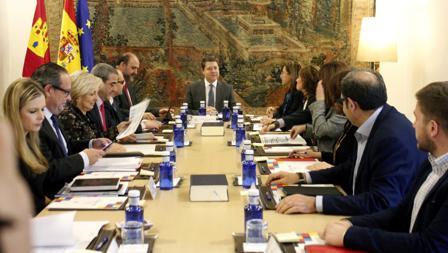Un momento de la reunión del Consejo de Gobierno con la participación de los representantes del Cermi