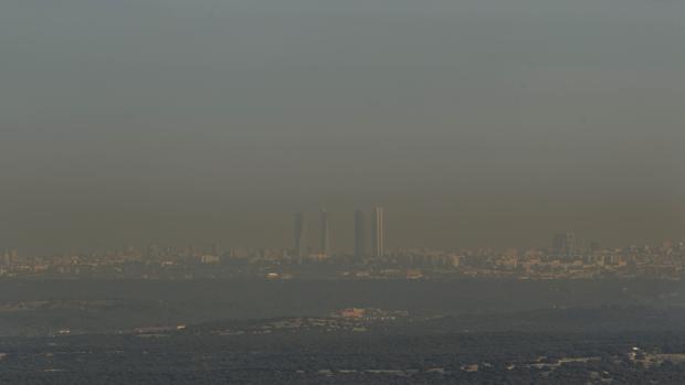 Un aspecto del cielo de Madrid cubierto de contaminación, tomada a comienzos de noviembre