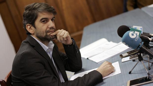 El alcalde de Ferrol, Jorge Suárez, en rueda de prensa