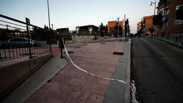 Lugar en el que se desplomó la víctima, en la calle de Navarra