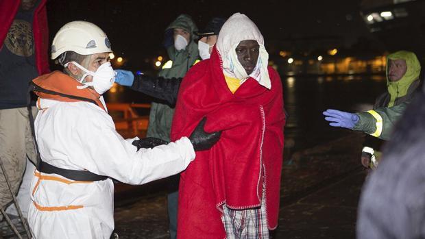Interceptada una patera en Gran Canaria con 13 posibles menores a bordo