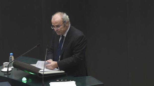 El concejal del PP Pedro Corral, durante su intervención en el pleno de este martes
