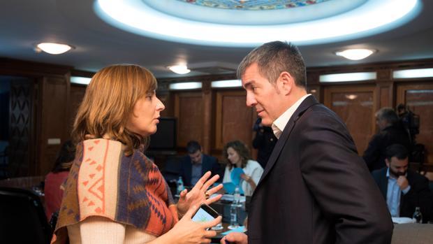 Foto de las 12.28 del lunes 28 de noviembre del presidente canario, Fernando Clavijo, en el Consejo de Gobierno
