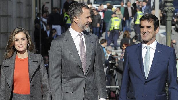 Los Reyes visitan el Palacio de la Bolsa