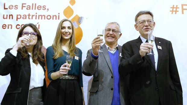 Imagen de la celebración de las autoridades y la fallera mayor de Valencia
