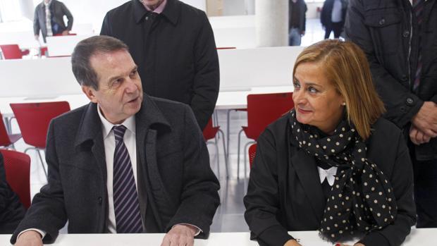 El alclade de Vigo, Abel Caballero, y la presidenta de la Diputación de Pontevedra, Carmela Silva