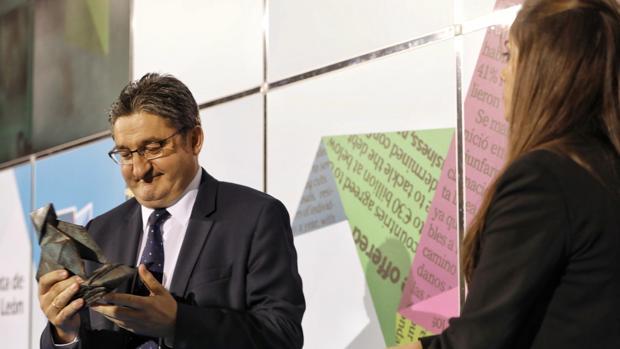 Óscar Campillo, tras recoger el Premio Cossío
