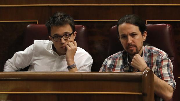 Íñigo Errejón y Pablo Iglesias hoy en el Congreso