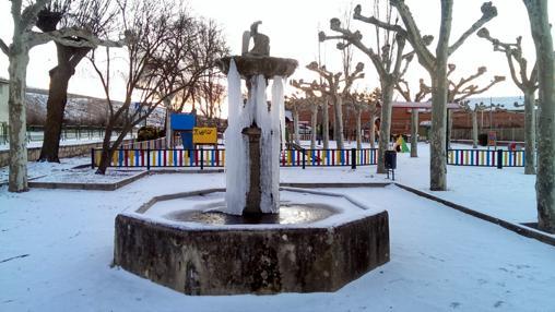 Fuente en Molina de Aragón congelada por las bajas temperaturas. Fotografía del 12 de febrero de 2015