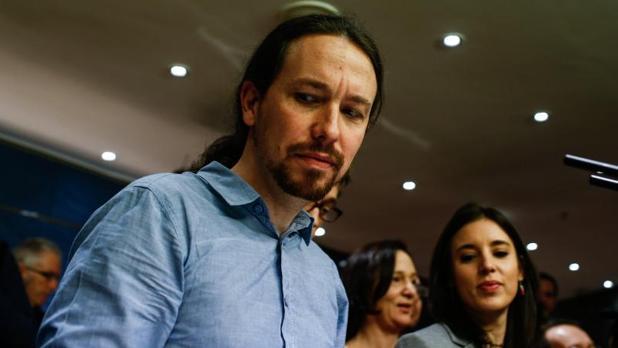 Pablo Iglesias junto a mujeres de la cúpula de su partido