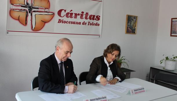 Antonio Espíldora y Soledad De Frutos durante la firma del convenio