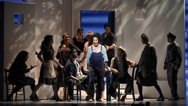 Nina, durante un momento de la actuación, en el ensayo general en el Teatro Calderón de Valladolid