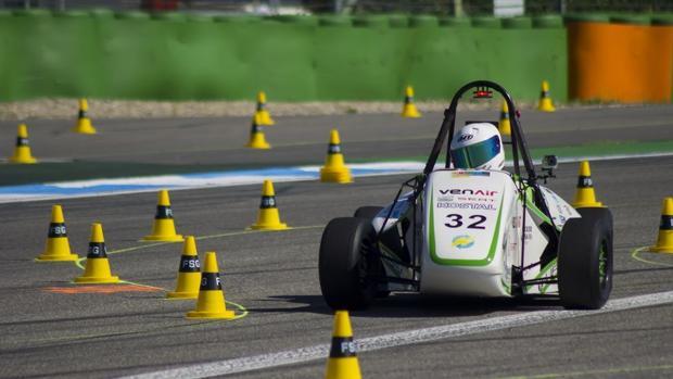 El ecoRZ es un vehículo 100% eléctrico de tracción posterior