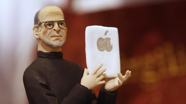 Imagen de una figura que recrea a Steve Jobs