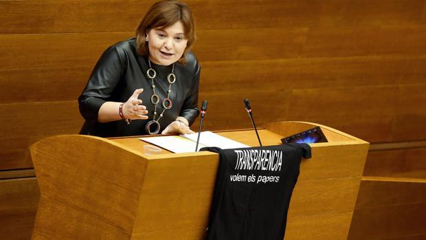 Isabel Bonig, con la camiseta reivindicativa en la tribuna