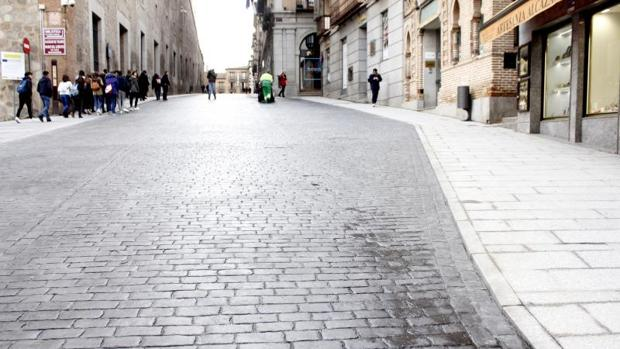Se abre al tráfico, por fin, la cuesta de Carlos V tras dos meses cerrada por obras