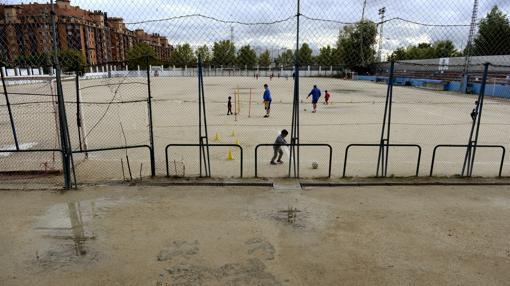 El terreno de juego de la Asociación Deportiva Orcasitas, en Usera