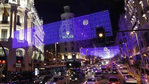 La Gran Vía ya decorada con las luces de Navidad