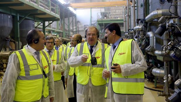 El presidente de la Junta, durante la visita este miércoles a la cooperativa agraria Acor