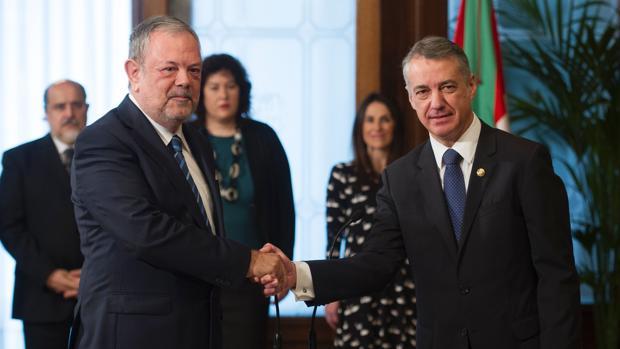 Pedro Azpiazu (i), junto a Íñigo Urkullu