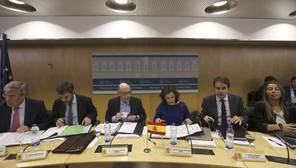 El Gobierno y el PSOE pactan situar el déficit autonómico en el 0,6%