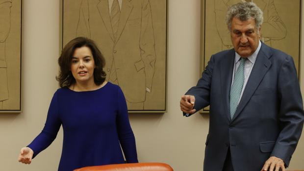 Soraya Sáenz de Santamaría y Jesús Posada, en la Comisión Constitucional del Congreso