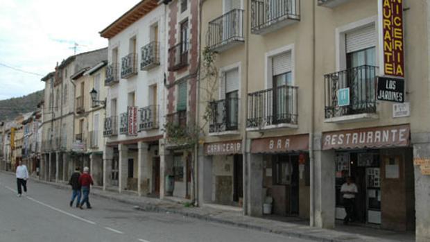 Una de las calles de Tendilla, en Guadalajara