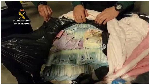 Imagen del dinero confiscado