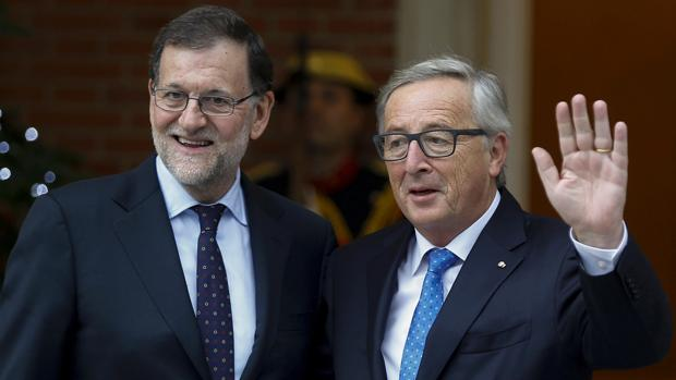 Mariano Rajoy, ayer, con Jean-Claude Juncker