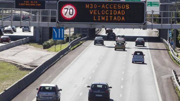 Las señales de la M-30 indicando la velocidad limitada en los accesos el pasado 30 de octubre