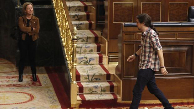 El líder de Podemos, Pablo Iglesias, y la portavoz en el Congreso de Coalición Canaria, Ana Oramas