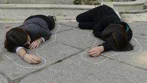 Dos mujeres durante una protesta contra la violencia machista en Madrid, en una imagen de archivo