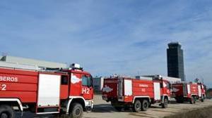 Las tres autobombas de emergencia del aeropuerto que estaban precintadas