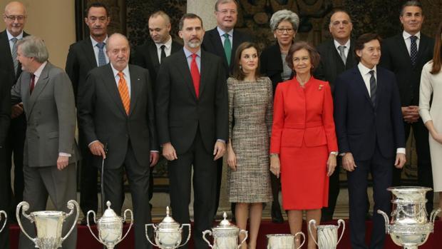 Los Reyes y los Reyes eméritos, en la entrega de los Premios Nacionales del Deporte celebrada este lunes