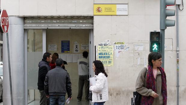 Paro la comunidad valenciana cierra 2016 con for Oficina de empleo cadiz