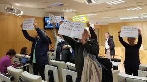 Carmena bloquea 874 plazas de empleo público por no cumplir con Hacienda