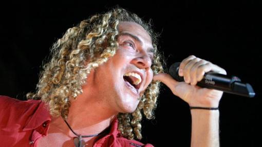 Bisbal, en el concierto de 2004 de Toledo, con sus rizos inconfundibles