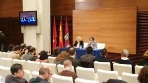 Carmena claudica y acepta «todas» las enmiendas del PSOE para las cuentas de 2017