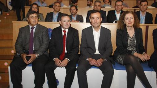 Asunción Martínez (Fundación Aquae), junto al alcalde de Elche, Carlos González