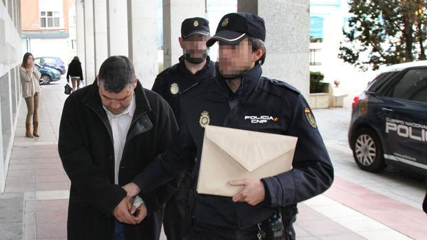 J.A.G.G., de 42 años, conocido como el «violador del Parque Europa», a la puerta de los juzgados de Palencia en 2015