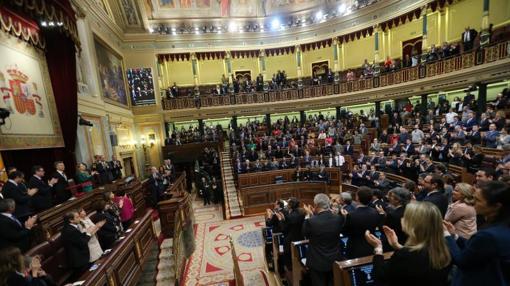 El Congreso se pone en pie y aplaude para recibir al presidente argentino