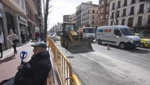 Un vecino de Santa Engracia, de espaladas a las obras que cambiarán la calle