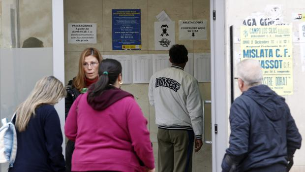 Econom a el paro baja en personas en la comunidad for Oficina de desempleo malaga
