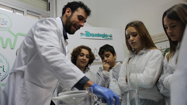 Un taller divulgativo de Hidraqua con escolares