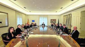 Rajoy desactiva las peleas internas en el Gobierno y los «versos sueltos»