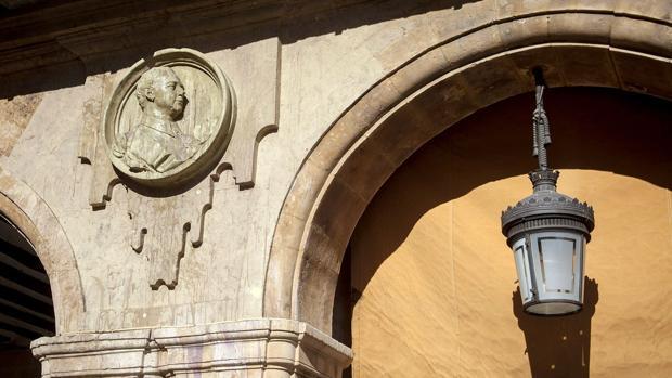 El medallón de Franco de la Plaza Mayor de Salamanca que será suprimido