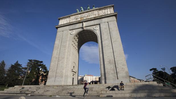 El Arco de la Victoria, en la avenida homónima