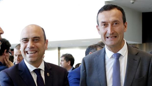 Los alcaldes socialistas de Alicante -Gabriel Echávarri- y Elche -Carlos González- en un acto público